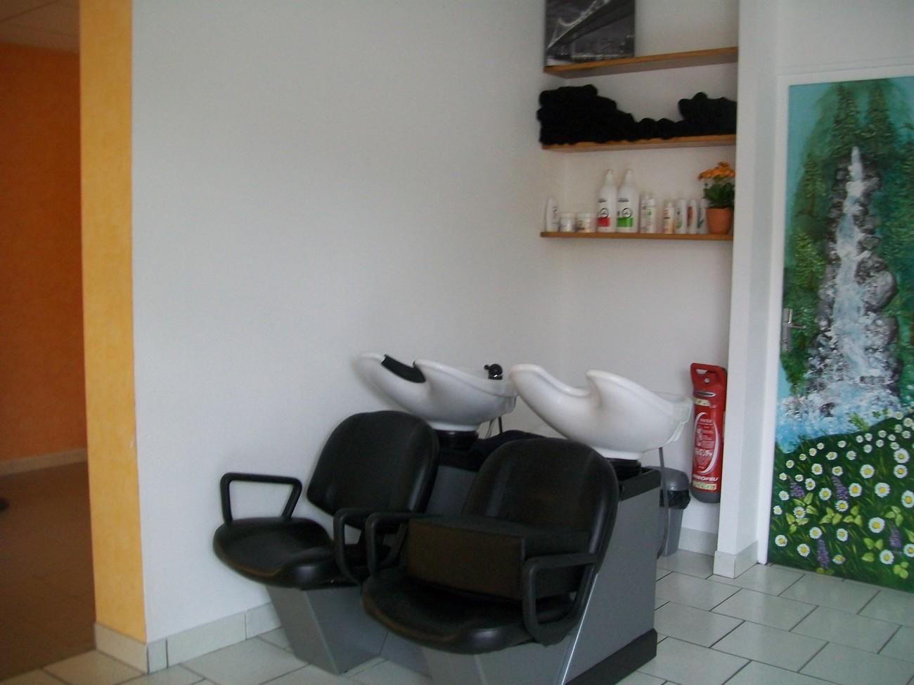 Vouzan a son salon de coiffure l 39 coiff et d coiff sa for Interieur salon de coiffure